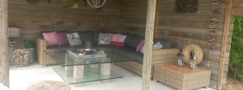 Prieel met loungebamken